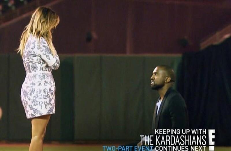 De acuerdo con un portal estadounidense una semana antes de que se transmitiera en televisión el capítulo del compromiso,  Kim ya había aparecido en el reality luciendo su espectacular anillo.