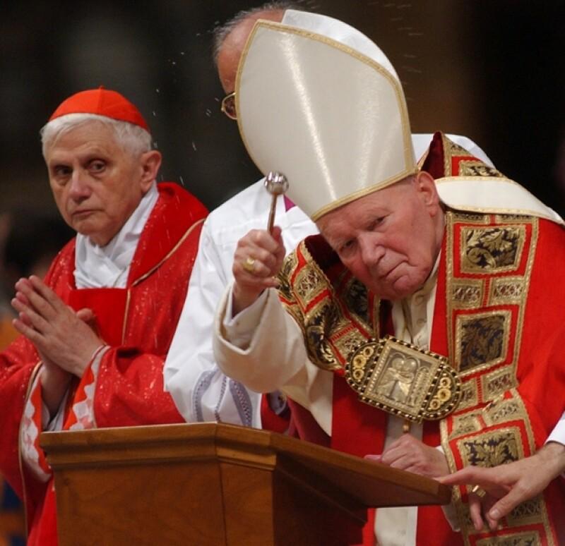 Juan Pablo II falleció por causas naturales el 2 de abril del 2005.