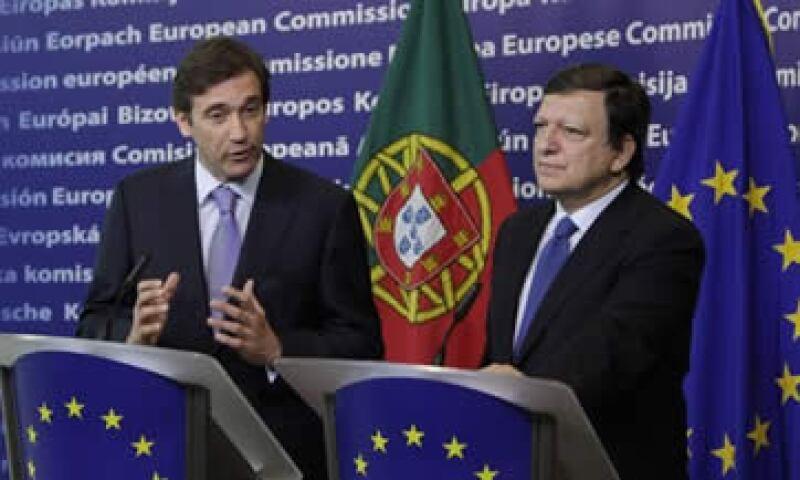 El primero ministro portugués, Pedro Passos Coelho (izq), y el presidente de la Comisión Europea, José Manuel Barroso (der). (Foto: AP)