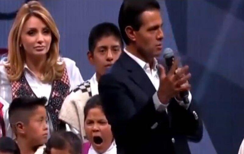 La historia de una niña que no paró de bostezar durante un discurso del presidente de México en Guadalajara, ha llegado a los titulares de otros países.