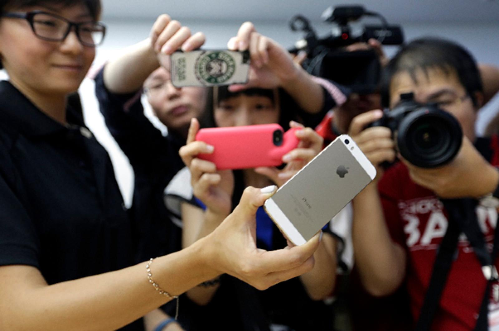 Apple busca que el iPhone 5C sea su arma de entrada a los mercados emergentes, principalmente el chino, donde sus dispositivos son demasiado caros para ser comprados.
