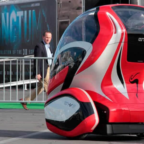 General Motors también estuvo presente con el auto concepto Electric Networked Vehicle, el cual fue realizado en un circuito especial afuera del centro de convenciones.