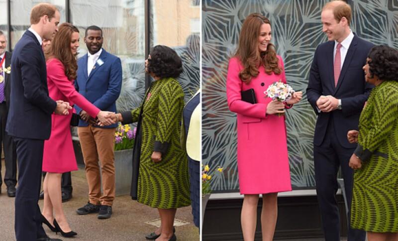 La pareja real estuvo hablando con algunas de las personas encargadas del centro, mismas que también le desearon un feliz alumbramiento a Kate, según informó la revista People.