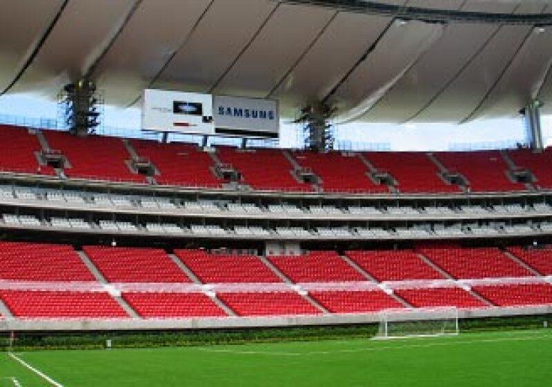 Comex, HSBC y Movistar fueron algunas de las empresas interesadas en patrocinar el estadio de Chivas. (Foto: Gabriel Suárez)