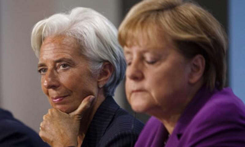 La canciller Angela Merkel (al frente) y la jefa del FMI, Christine Lagarde, abordarán la crisis de deuda de la eurozona. (Foto: AP)