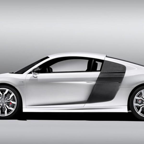 Gracias a esta nueva mecánica el Audi R8 V10 es capaz de acelerar de 0-100 km/h en 3.9 segundos y alcanzar una velocidad máxima de 316km/h.
