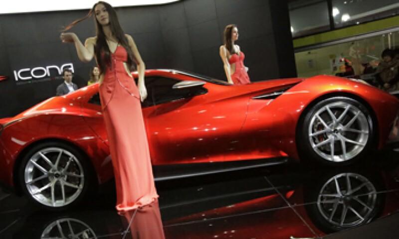 China rebasó en 2009 a EU como el mayor mercado en número de vehículos vendidos. (Foto: AP)