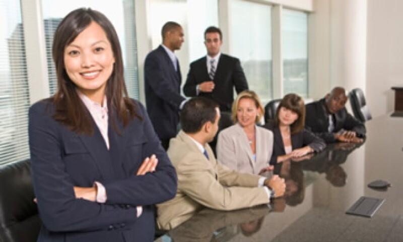 Los expertos aconsejan buscar ofertas laborales extranjeras en sitios internacionales. (Foto: Thinkstock)