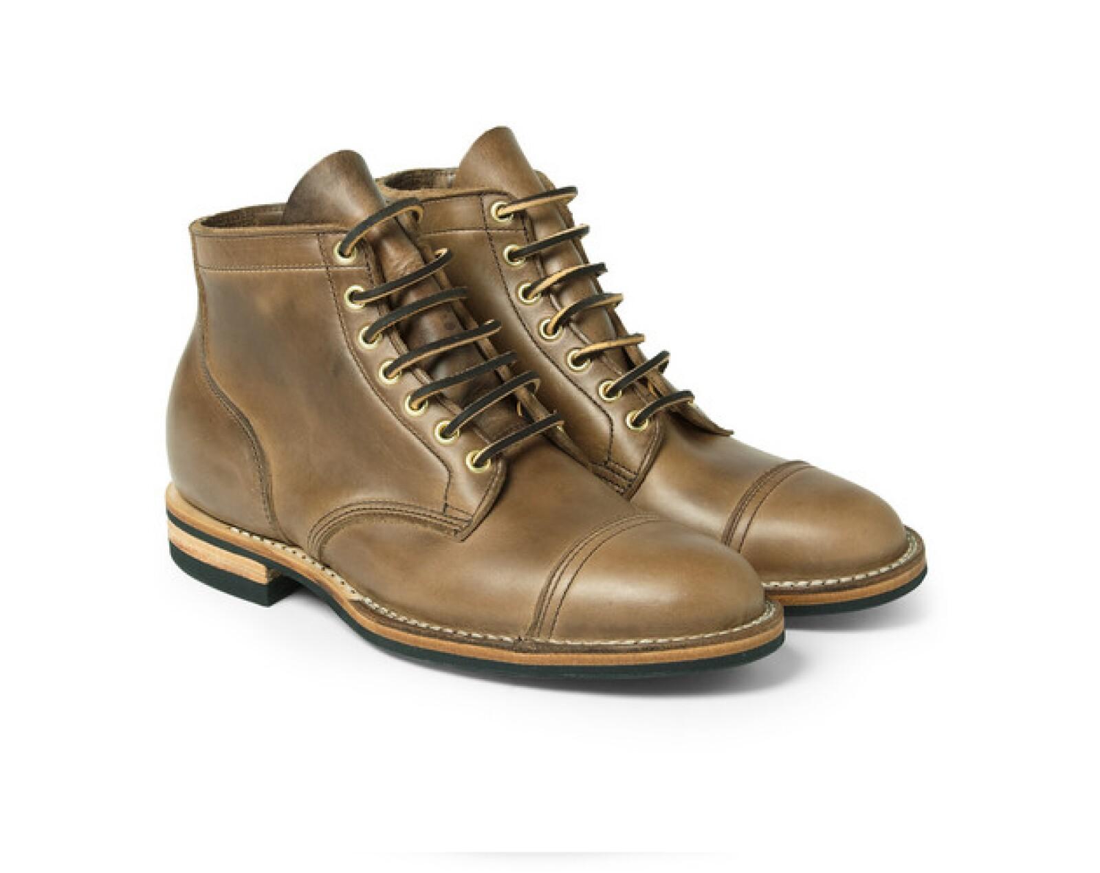 Como ya lo habíamos mencionado, el calzado es muy importante en invierno. Por eso te recomendamos comprar unas botas.