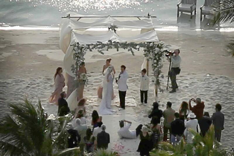 En la boda reportan que estuvieron presentes los hijos que Johnny Depp tuvo con su ex pareja, Vanessa Paradis.