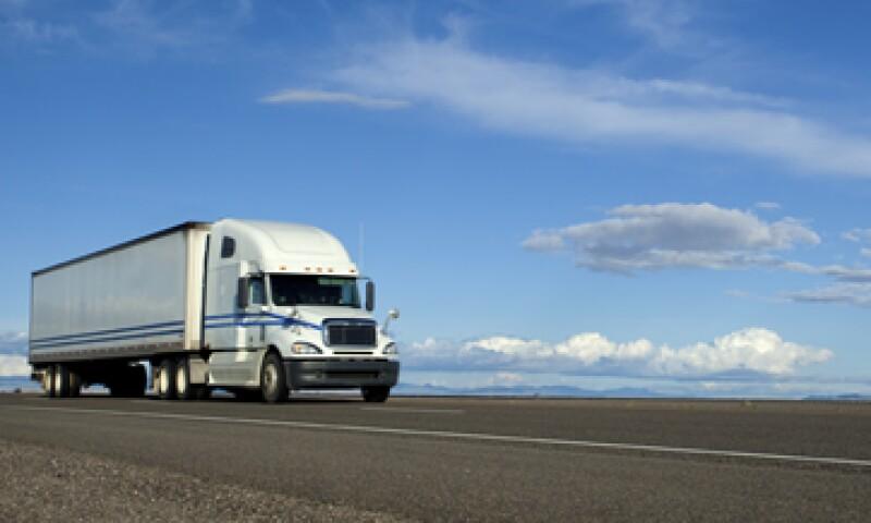 La SCT y la propia SE continuarán trabajando para que se normalice el autotransporte transfronterizo de carga internacional . (Foto: iStock by Getty Images)