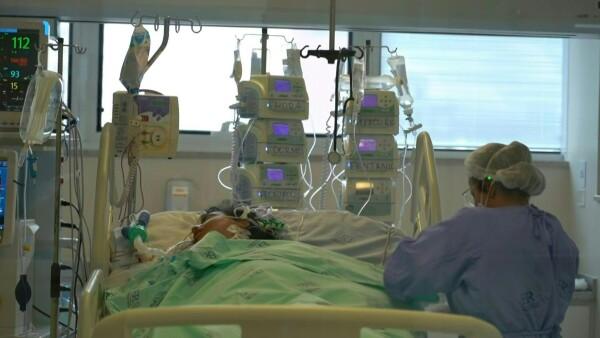 Angustia en salas de terapia intensiva desbordadas por COVID-19 en Brasil