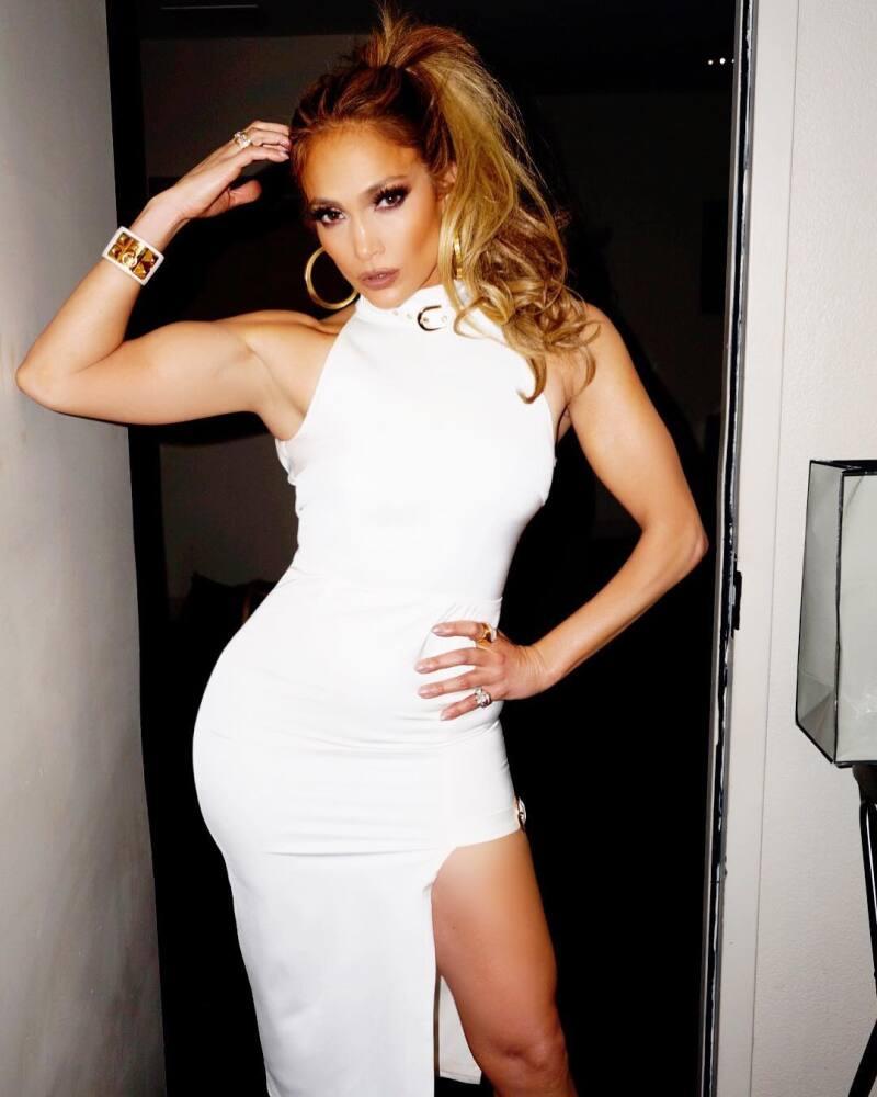 Jennifer Lopez Rompe Las Redes Con Su Vestido Ajustado