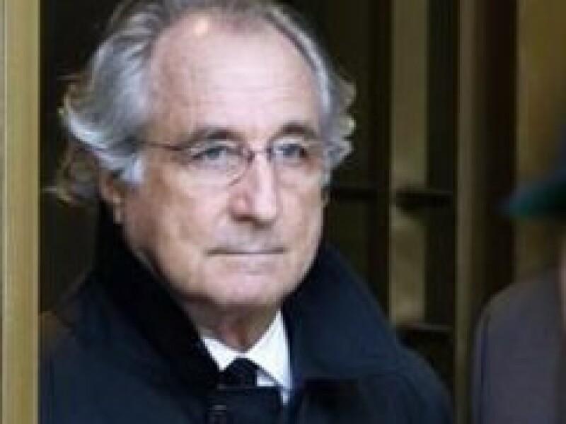 Bernard Madoff cumple un arresto domiciliario en su departamento de NY. (Foto: Archivo)