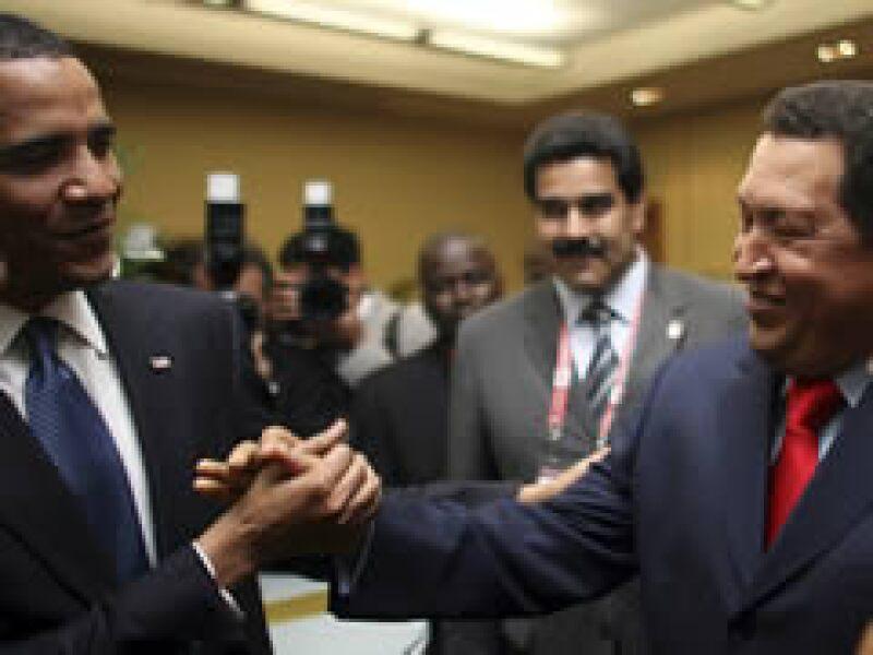 Chávez (d) le dijo a Obama que quería ser su amigo. (Foto: Reuters)