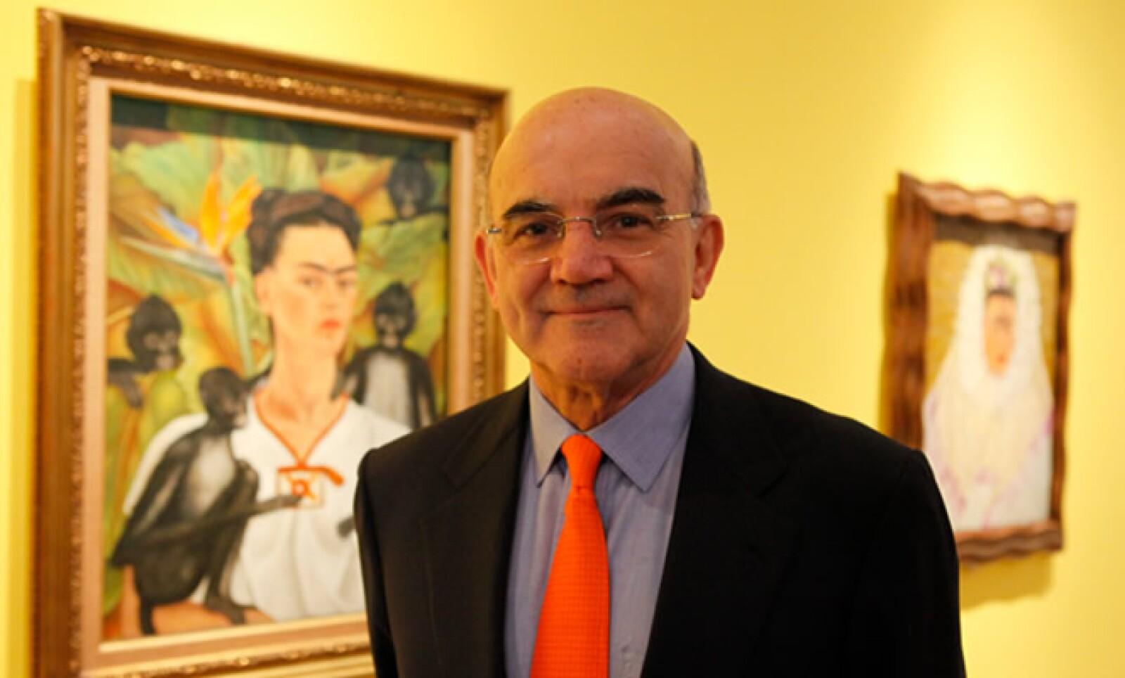 """""""Pienso que muestra todo de Frida Kahlo: su cuerpo destrozado, el surrealismo, su incapacidad para tener hijos"""", comentó Carlos Phillip Olmedo, quien prestó pinturas al museo para la exhibición."""