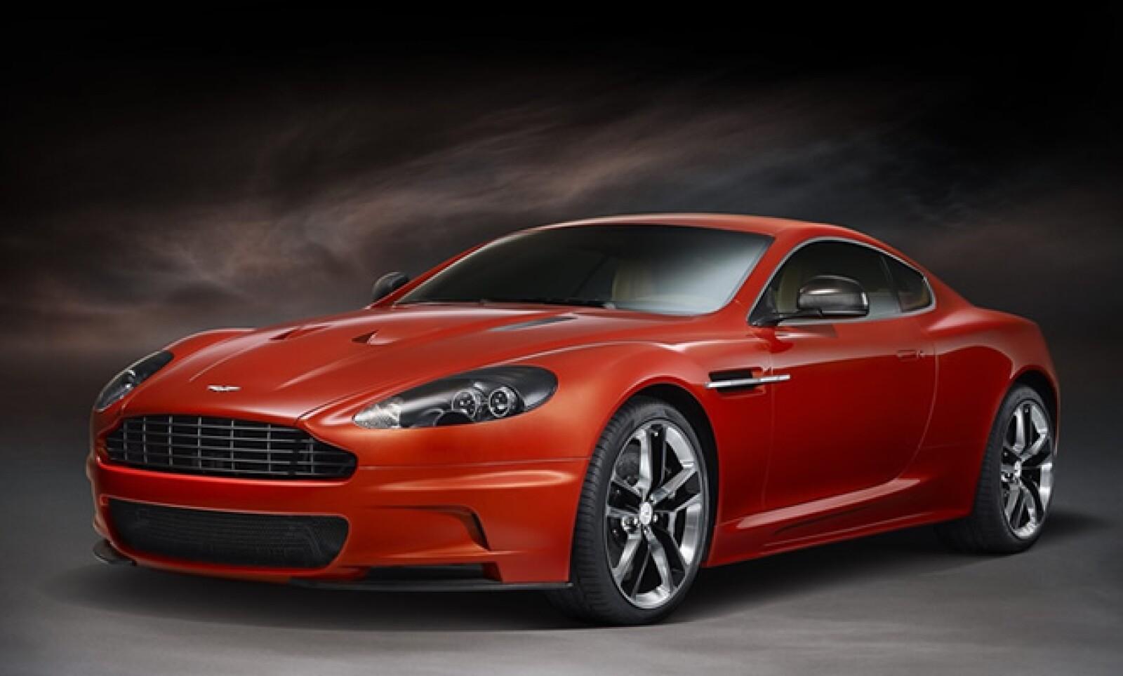 Con un precio cercano a 3.5 millones de pesos, la firma inglesa introdujo una edición especial de su modelo DBS, la cual está disponible en colores naranja y negro.