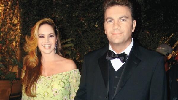 Los cantantes han tenido que desmentir su supuesto divorcio desde que se casaron.