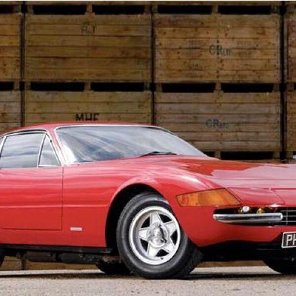 Este mítico y poco común auto no tiene como nombre oficial Daytona, pero gracias al triunfo de Ferrari en las 24 Horas de Daytona de 1968, el público empezó a llamarle así. Se construyeron 1,406 autos y se hizo aún más famoso gracias a la serie Miami Vice