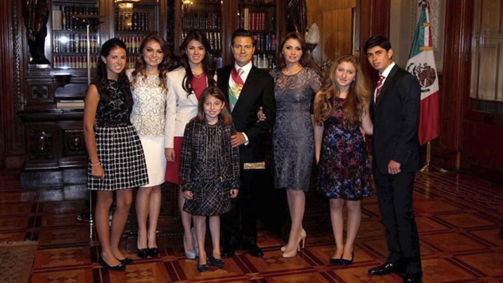 Peña Nieto posa con su familia
