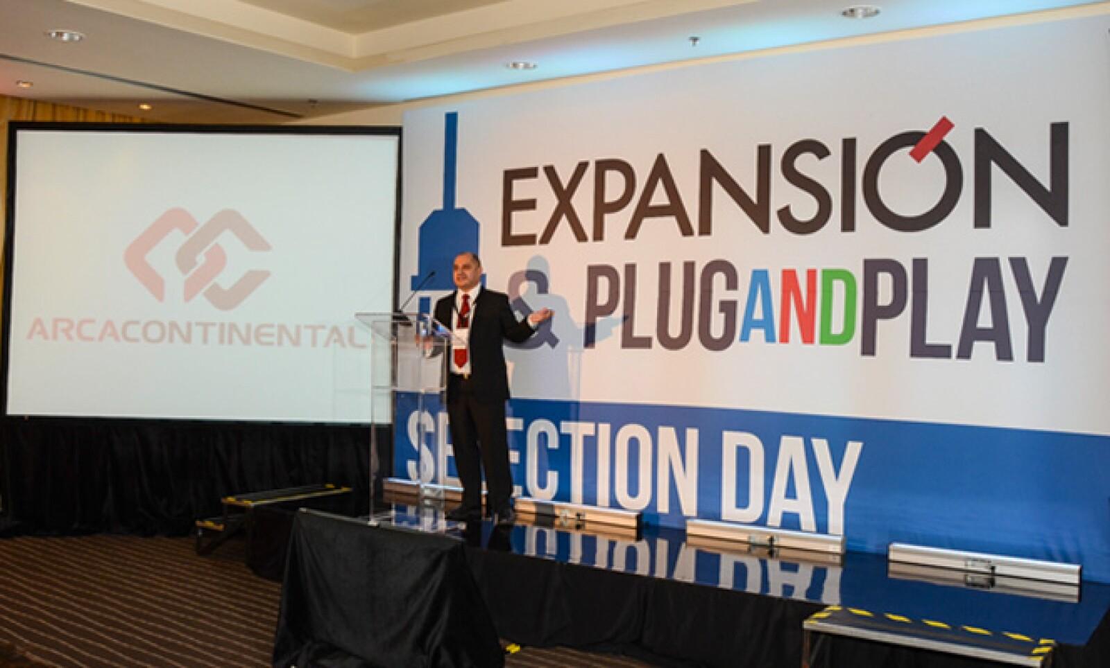 Nizel Saldívar, jefe de innovación tecnológica de Arca Continental, compartió su experiencia con los preseleccionados.