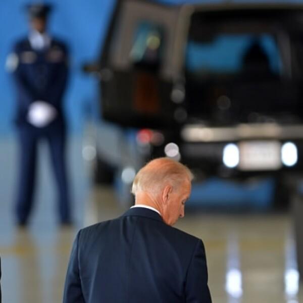 obama y hillary clinton reciben cuerpos