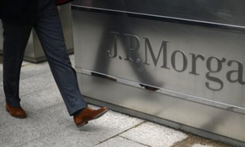 La revelación de una pérdida de 2,000 mdd por parte de JPMorgan ha despertado diversas dudas. (Foto: Reuters)