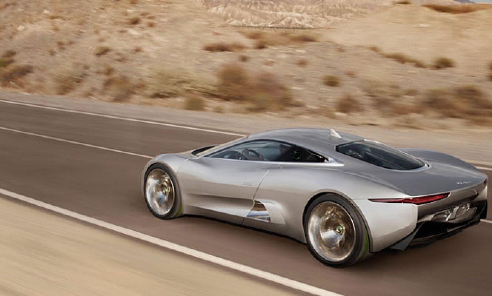"""""""Rendimiento por innovación siempre ha sido un distintivo de Jaguar. Este vehículo demuestra que la compañía avanza en el campo del diseño automotriz y de la tecnología"""", dice Ralf Speth, CEO de Jaguar, en un comunicado de prensa."""