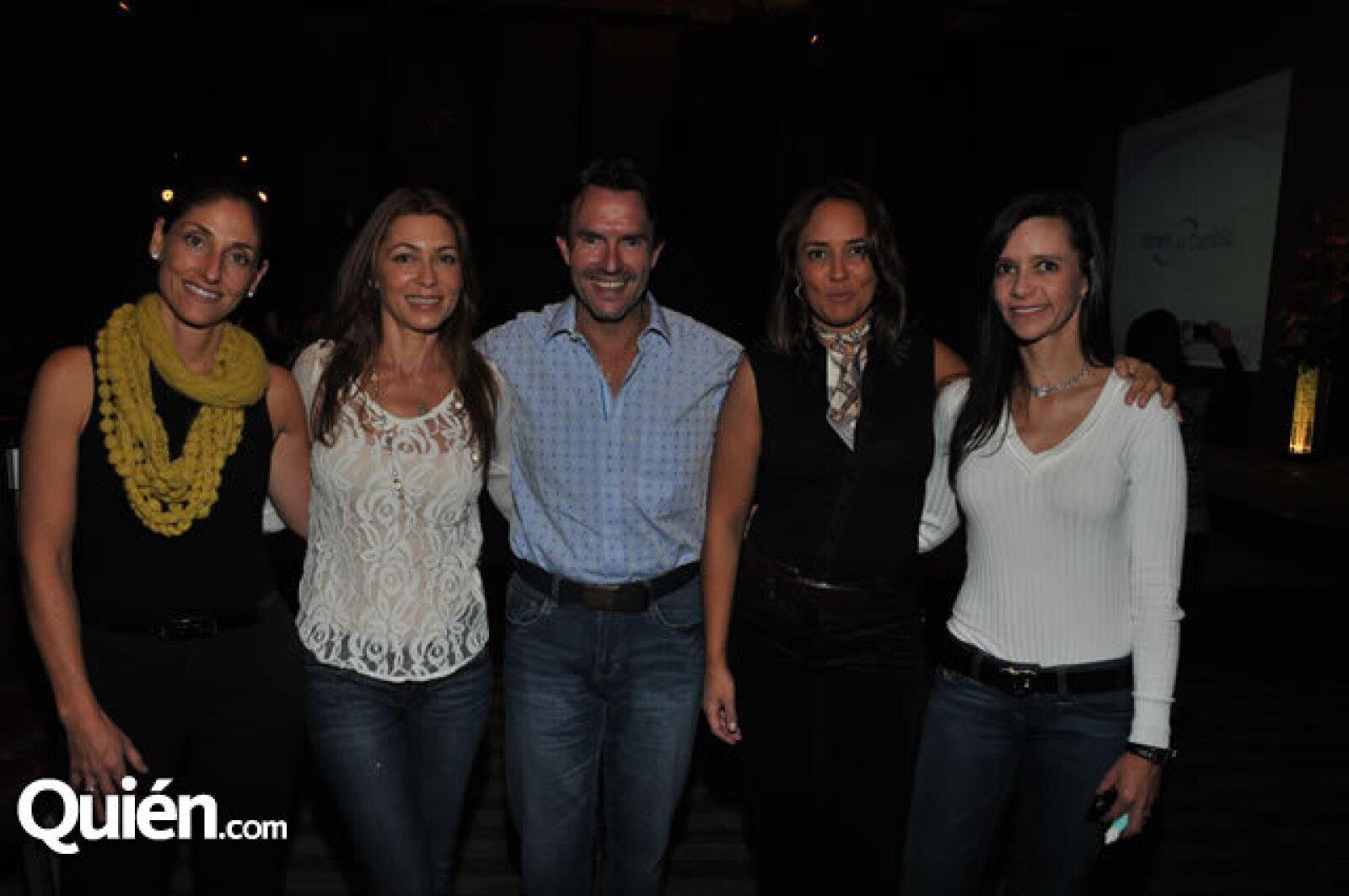 Carla Pérez-Galicia, Ruth Serrano, Fernando Landeros y Sabrina y Renata Herrera
