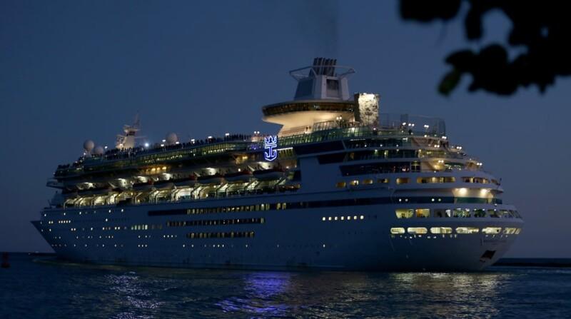 crucero, barco, buque, infeccion, enfermedad, brote, norvirus, enfermedad, royal caribbean, explorer of the seas