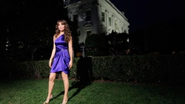 No se conformó con cantar para el presidente Barack Obama durante la Noche Mexicana, realizada en el marco de los festejos por la hispanidad, sino que bailó con él al ritmo de Amor a la mexicana.