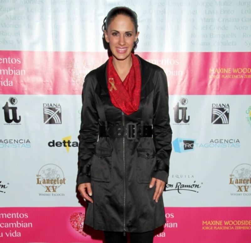 """En """"Basta de enredos"""", Ana comparte créditos con Mauricio Castillo y Moisés Arizmendi."""