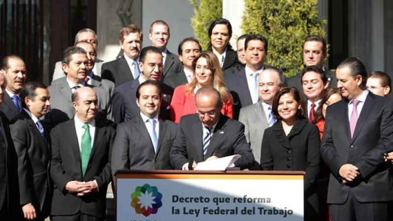 Felipe Calderón decretó la Reforma Laboral