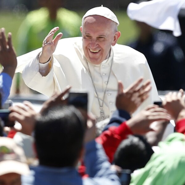 Tras la ceremonia religiosa el pontífice se dirigió a una comida con representantes indígenas.
