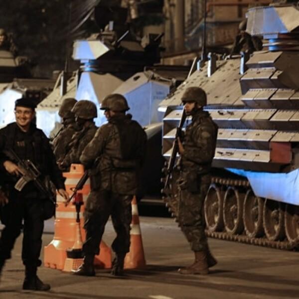 toma de la favela Manguinhos