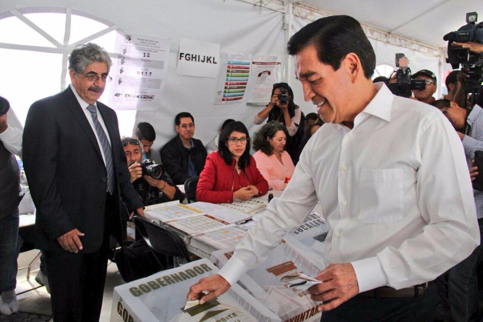 José Guadarrama Márquez, candidato del PRD a gobernador de Hidalgo, emitió su voto.