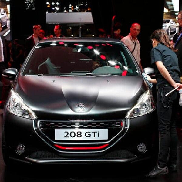 La compañía francesa renovó sus modelos 108 y 208 GTi (en la foto), además de presentar autos conepto