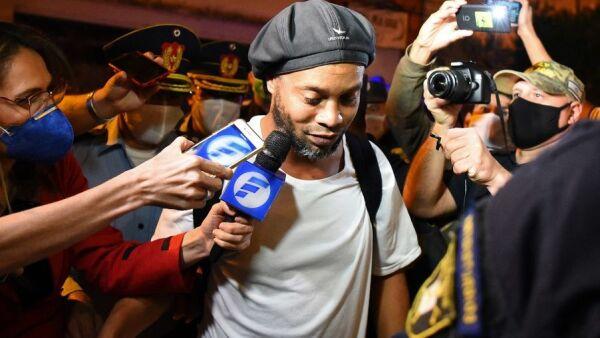 Ronaldinho en Paraguay en prisión por pasaporte adulterado