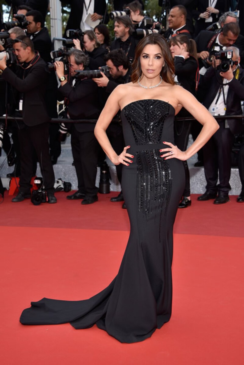 Eva Longoria asistió a la premiere de `Money Monster´con un vestido negro de impacto de Pamella Roland y joyería de Messika Jewelry.
