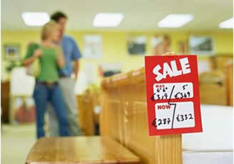 Pese al alza en la confianza, la mayoría de los consumidores mantienen un pesimismo sobre la economía. (Foto: Jupiter Images)