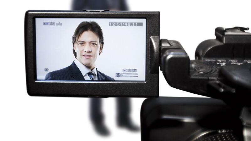 Uno de los elementos que utiliza Rodrigo Herrera en la fórmula del éxito de Genomma Lab son los múltiples anuncios en televisión de su compañía. (Foto: Carlos Aranda / Mondaphoto)