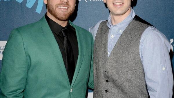 Scott es el hermano de Chris Evans, el cual salió del closet con la estrella de Captain America cuando tenía 18 años. Scott, además de guapo, también es actor de series como Fringe y telenovelas como One Life To Live.