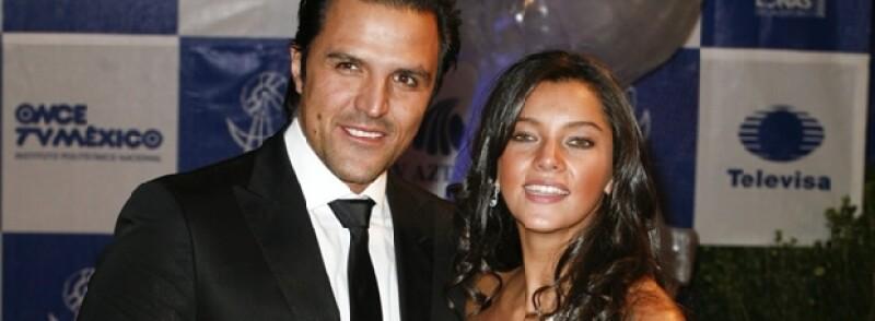 Sara está casada con Billy Rovzar desde Casada desde el 13 de diciembre de 2007.