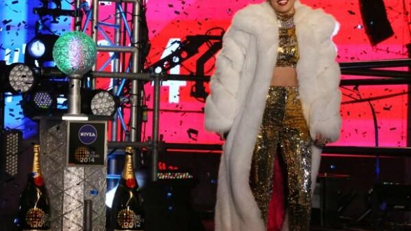 """La cantante se presentó anoche como parte del """"New Year&#39s Eve"""" en el corazón de Nueva York."""