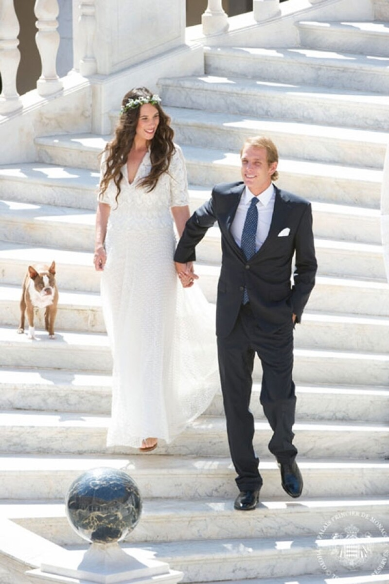 Tatiana usó un vestido Missoni, sandalias plateadas y corona de flores.