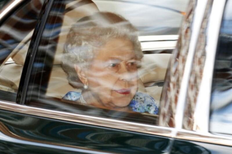 La reina Isabel II no podía perderse el festejo de su bisnieto.
