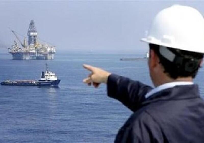 El valor de mercado de BP ha caído desde que provocó un enorme derrame de crudo en el Golfo de México. En la imagen, su CEO, Tony Hayward. (Foto: Reuters)