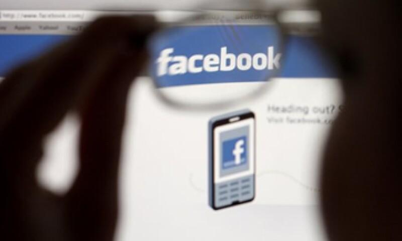 Facebook ha perdido más de 40% en el Nasdaq desde su debut en mayo pasado.  (Foto: Reuters)