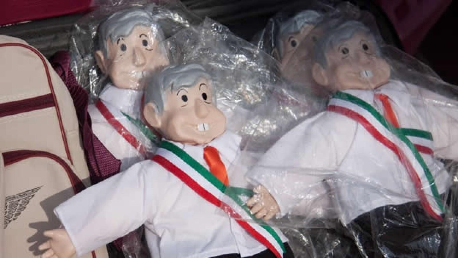 1 de abril-lopez obrador, muñecos en san juan del río querétaro