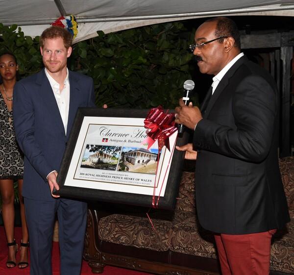 Harry y Gaston Browne, primer ministro de Antigua y Barbuda